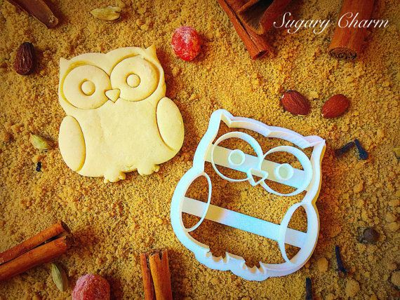 This reminds me of Tess doing an impression of an hibou (SugaryCharm on Etsy)