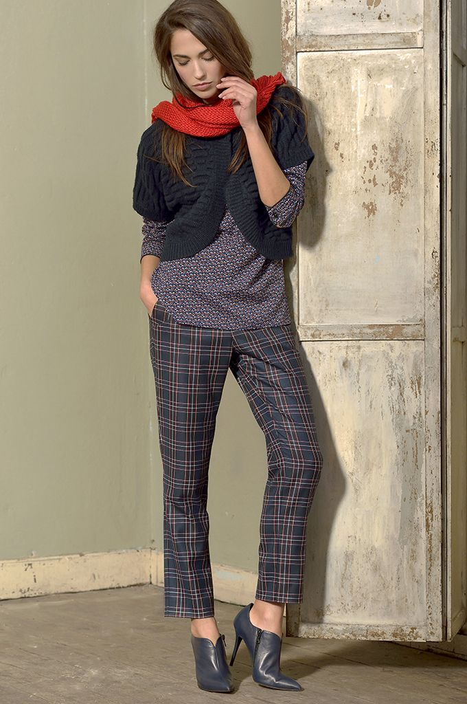 Sarah Lawrence - textured weave knitted bolero, long sleeve printed shirt, cropped checked pant.