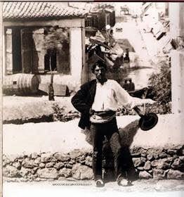 Η μοναδική ίσως φωτογραφία αυθεντικού Κουτσαβάκη στην Πλάκα της δεκαετίας του…