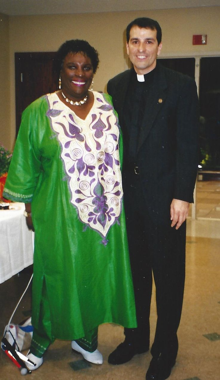 Paulist Fr. Eric Andrews with Ruth Queen Smith, a Paulist Associate and longtime leader at St. John XXIII University Parish in Knoxville, TN.