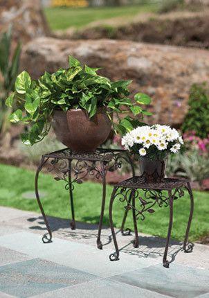 Maceteros de herrer a ideal para el jard n herreria for Faroles en hierro forjado para jardin