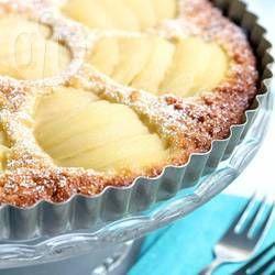 Een klassieke taart van amandelen en peer, maar dan glutenvrij en melkvrij gemaakt en gezoet met ahornsiroop. Een heerlijk en makkelijk recept!