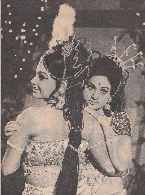 Aruna Irani and Padma Khanna