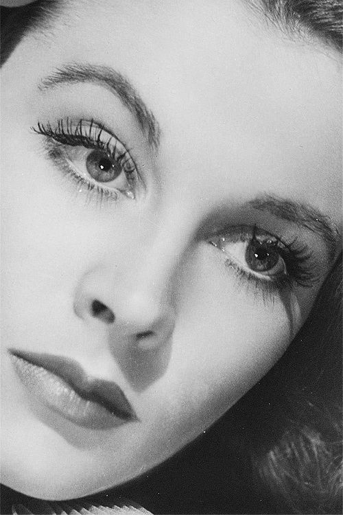 Vivien Leigh photographed by Lazlo Willinger, 1940
