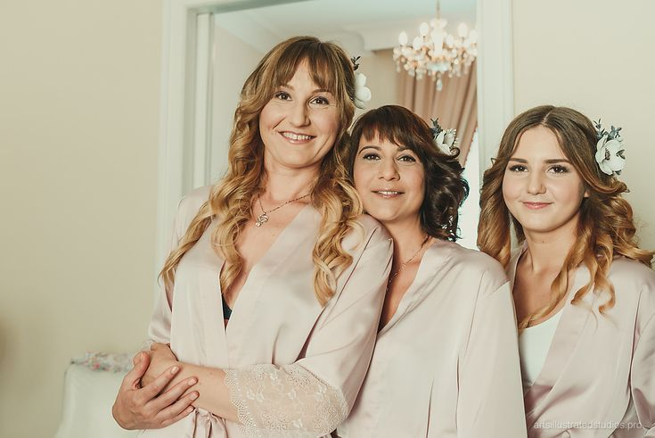 Romantic makeup and hair for amazing bridesmaids.