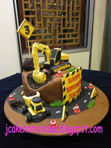 Construction cake | Happy 3rd birthday Lai Juo Wei. Thanks M… | Flickr
