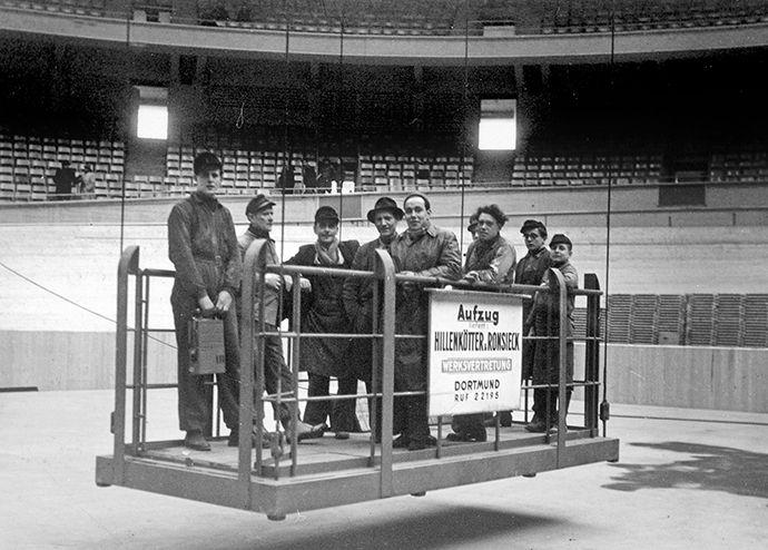 Schwebebühne von Hillenkötter & Ronsieck in der Dortmunder Westfalenhalle.  Baujahr 1952, Tragkraft 1.000 kg, Größe: 1,5 x 3 Meter