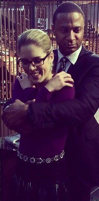 Arrow - Emily Bett Rickards & David Ramsey on set