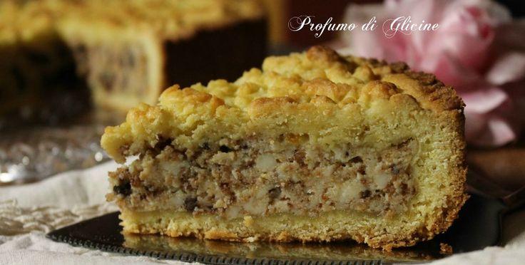 La torta di ricotta amaretti e cioccolato è un dolce classico preparato con pochi e semplici ingredienti, il gusto è delicato ma molto aromatico.