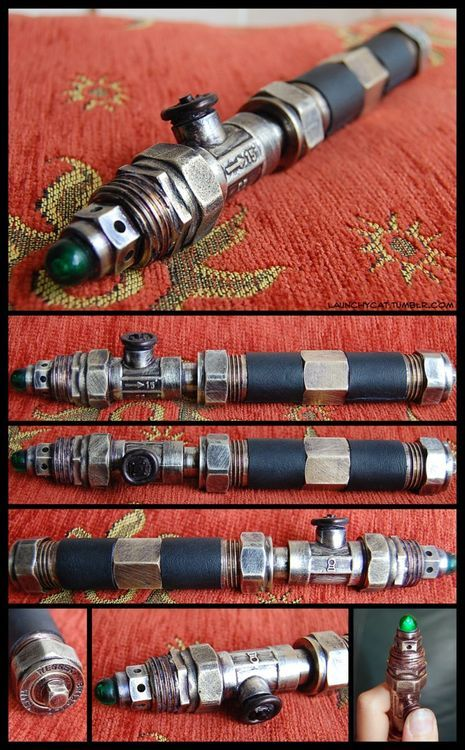 Steampunk Sonic Screwdriver. Could almost easily be mistaken for an itsy bitsy teenie weenie lightsaber...