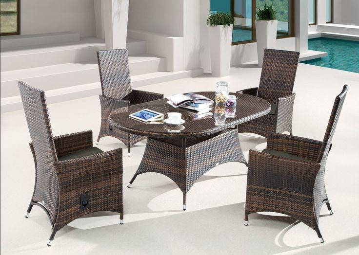 Polyrattan-gartenstühle-eine-Reihe-von-Stühlen-aus-Rattan-hergestellt