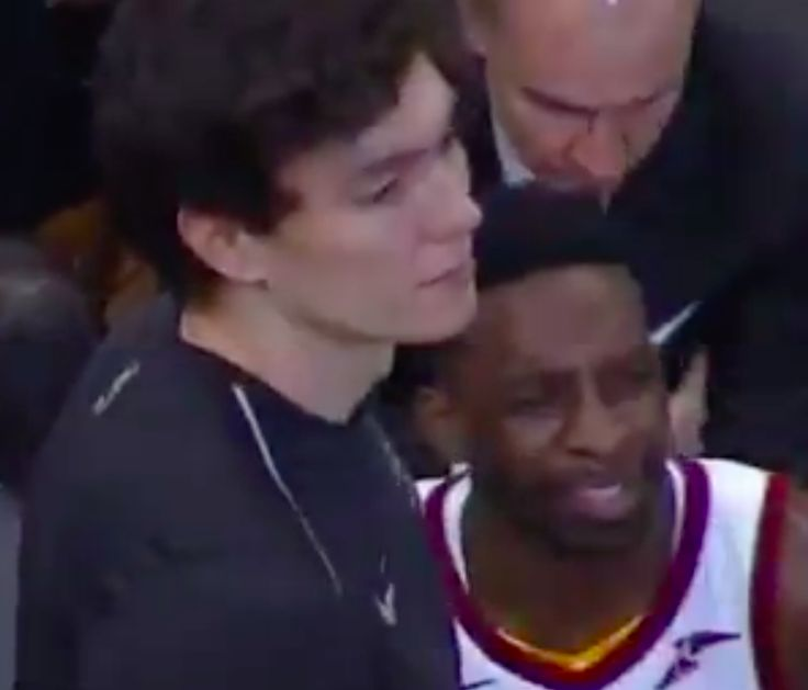 Kevin Love threw his warmups on Jeff Greens head and all the Cavs are laughing about it