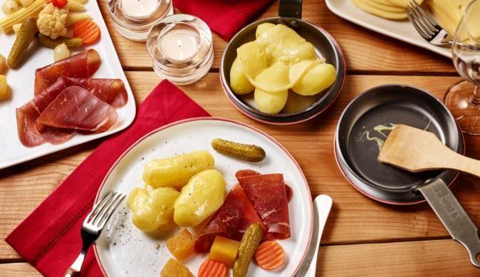 die besten 25 schweizer raclette ideen auf pinterest raclette ideen raclette grill rezepte. Black Bedroom Furniture Sets. Home Design Ideas