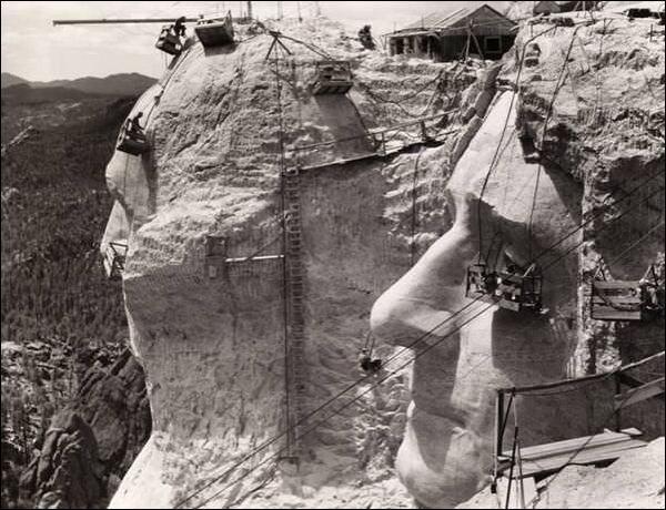 costruzione delle statue al monte rushmore 1939