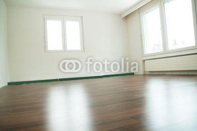 Zimmer mit verlegtem Parkettboden