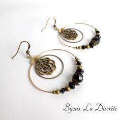 Boucles d'oreilles créoles en métal couleur bronze avec estampe fleur et perles noires