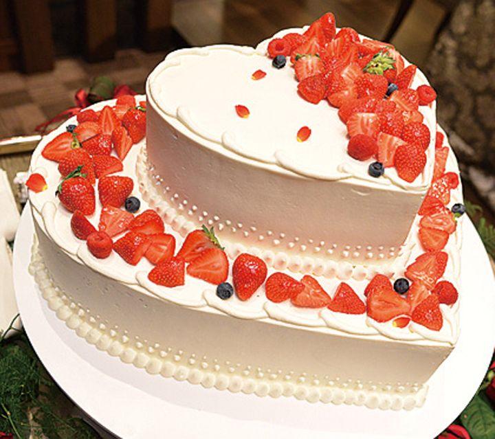 新婦の母がひと目ぼれ! 上品かわいいハートケーキ