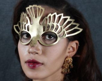 Vogel masker in goud leer