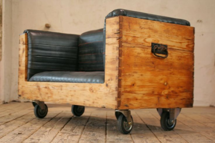 Couch aus alter Truhe mit Bezug aus Fahrradschläuchen / Couch made from old trunk with covers made from inner bicycle tubes / Upcycling
