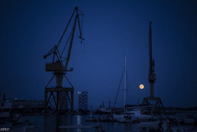Thanos Tsakalos Photography: Κύκλοι γύρω απ' το φεγγάρι. (Ann Margaret Fleming)