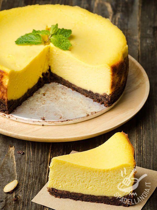 Il Cheesecake al cioccolato e zafferano è una vera squisitezza. Se siete amanti di questo dessert non perdetevi una versione squisita e aromatica!