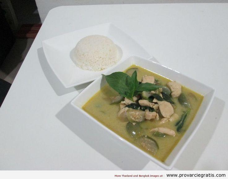 Ricetta Thai Green Curry Chicken , o pollo al curry verde, o Keow Wan Gai  - http://www.provarciegratis.com/cucina-thailandese/ricette-cucina-thai/pollo-al-curry-verde/ - by  Pier Sottojox -  #KeowWanGai #piattithaiconilpollo #polloalcurry #polloalcurrythai #polloalcurryverde #ricettethai #ThaiGreenCurry