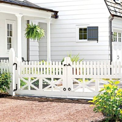 195 best gates and fences images on pinterest garden for Colonial fence designs