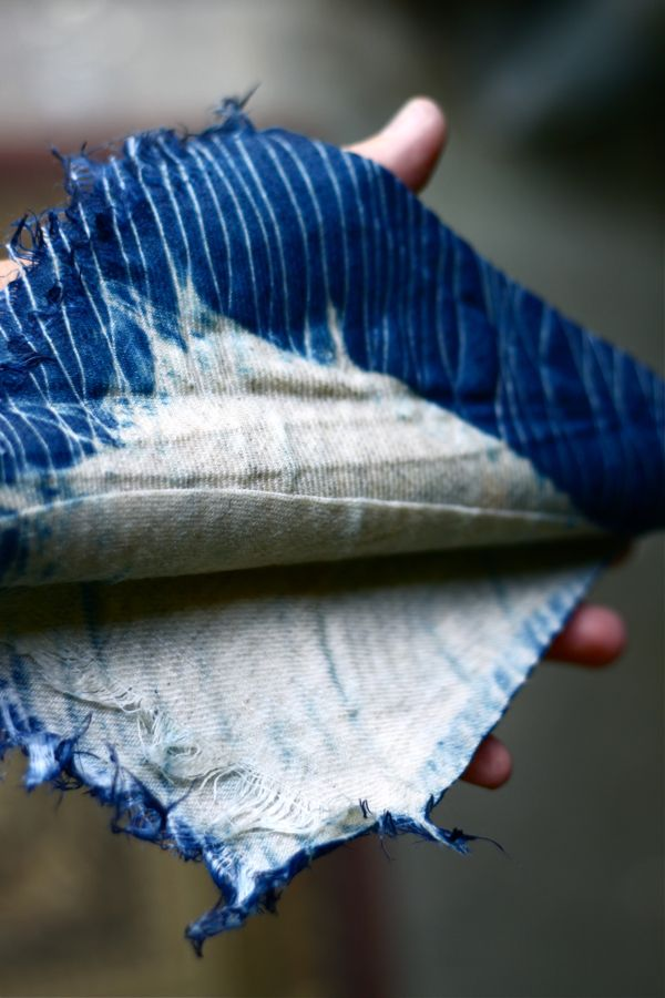 natural indigo dying: Quilts Fabrics, Colour, Indigo Dyes, Indigo Die, Photo, Nature Dyes, Object Fabrics Textiles