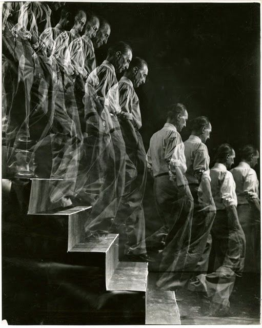 Eliot Elisofon, Marcel Duchamp descends staircase, 1952