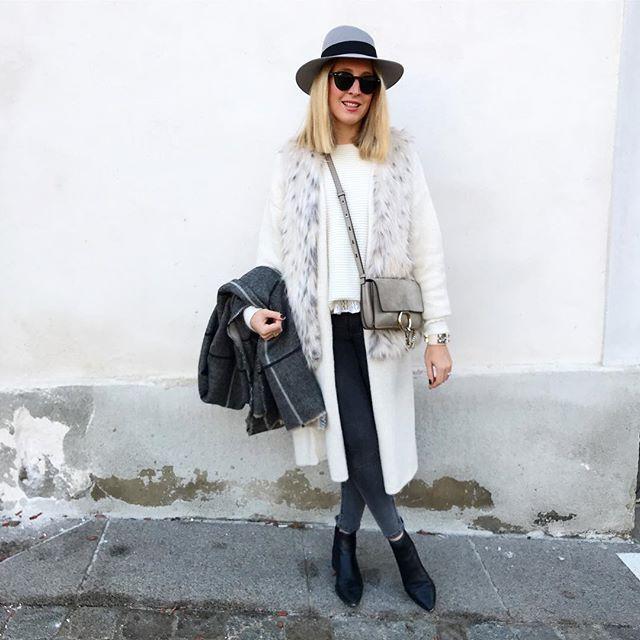 B l a n c #outfit #outfitoftheday • Fausse fourrure #zara • Gilet #zara • Pull #maje • Dentelle #mademoiselleD • Jean #zara • Bottines #jensen #acne • Chapeau 'Virginie' 🎅🏻 #maisonmichel • Écharpe #zara • Sac #faye #chloe