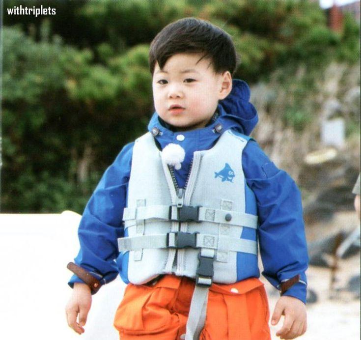 [HQ/SCAN] Song's Triplets in Jeju Photobook #SongTriplets  http://i.imgur.com/lSo8fhL.jpg