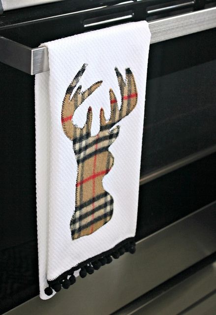 DIY Deer Head Applique Tea Towel by hi sugarplum! Obviously this technique would work for any pattern.