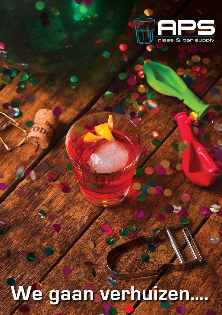 Hebben jullie de verhuiskaart al ontvangen? APS Glass & Barsupply Nederland gaat in December verhuizen naar een grotere locatie om de hoek op de Veemarkt.   Meer plek voor het gehele assortiment aan glaswerk, barsupplies, porselein en bestek. Het nieuwe kantoor, de showroom en het magazijn komen op het nieuwe adres in één pand samen op Veemarkt 51 te Amsterdam.  PS: We zijn nu nog open op de oude locatie! Alleen met eerste en tweede kerstdag en nieuwjaarsdag zijn we gesloten.