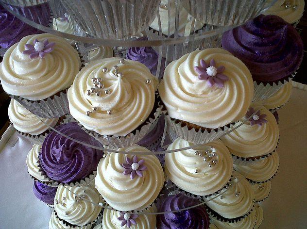 Wedding Cupcakes: Purple Cupcakes, White Cupcakes, Purple Wedding Theme, Decor Ideas, Wedding Cupcakes, Theme Cakes, Wedding Cakes, Cupcakes Recipes, Cupcakes Rosa-Choqu