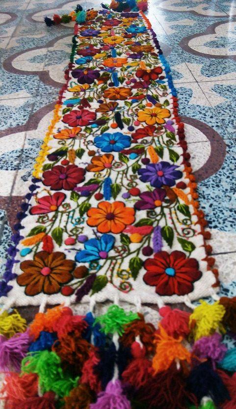 Table Runner blanco bordadas flores de oveja y por WomensBelts