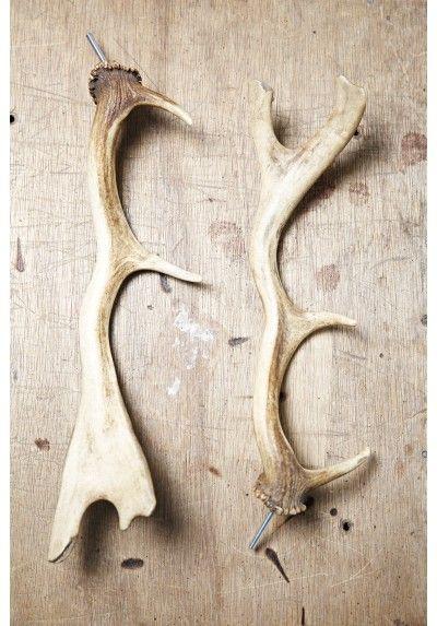 GEVIRER Gamle gevirer, par. Der er monteret skrue på begge, så de kan anvendes som knage. Mål: ca. 9x35 Sælges som sæt á to stk. Se mere Vintage og Antik på Hermanna.dk
