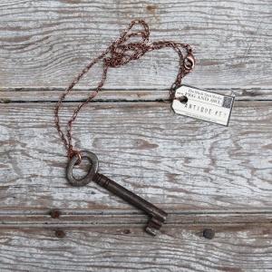 I love skeleton keys.: Old Keys, Keys Jewelry, Key Necklace, Antiques Surprise, Surprise Keys, Antiques Keys, Skeletons Keys, Keys Necklaces, Antique Keys