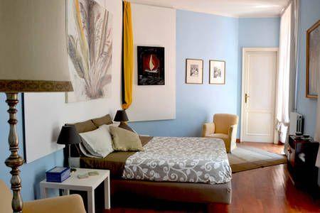 Dai un'occhiata a questo fantastico annuncio su Airbnb: Altera Domus - Appartamenti in affitto a Napoli