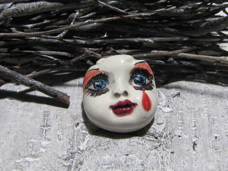 Visage gothique doll céramique façon poupée porcelaine larme de sang : Cabochon par kangooroobijoo