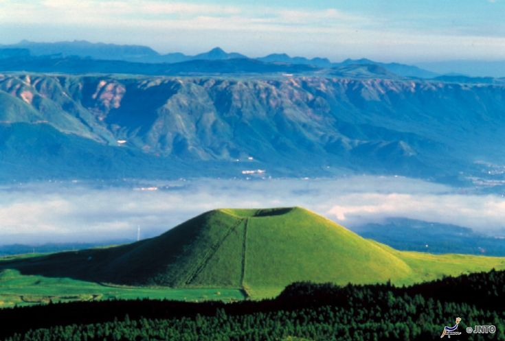 KYUSHU'S GRAND MOUNTAIN: Mount Aso (阿蘇山) is the largest active volcano in #Japan, and amongst the largest in the world. This grand mountain is located in Kuju National Park in Kumamoto Prefecture, on the island of Kyushu.