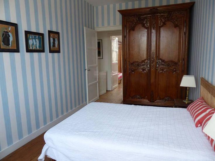 Location vacances maison Royan: chambre sur rue , lit 140