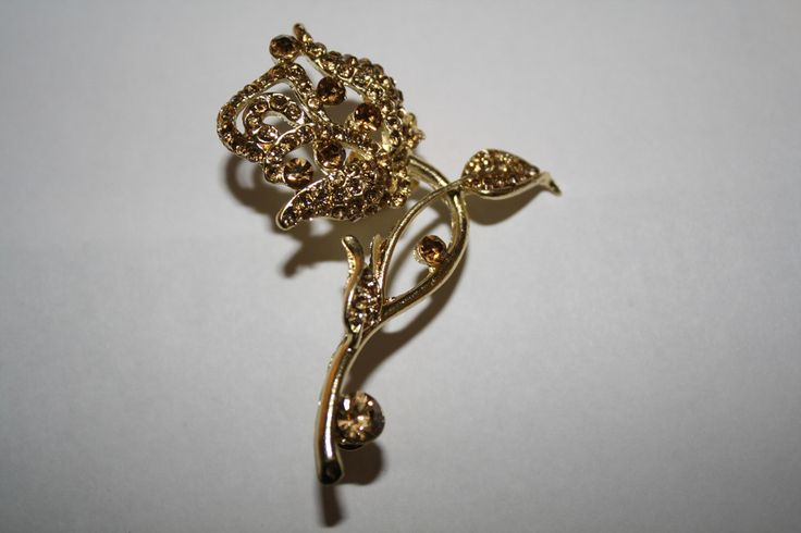 9k Gold Filled Rose Leaf Champagne Austrian Crystal Ear Cuff #9k #ear #earcuff #earring #gold #jewelry #piercing #pretty #summer   40% off orders over $50.  Free shipping and handling orders of $25 or more.  #Christmas #Present  www.ceesquared.ca