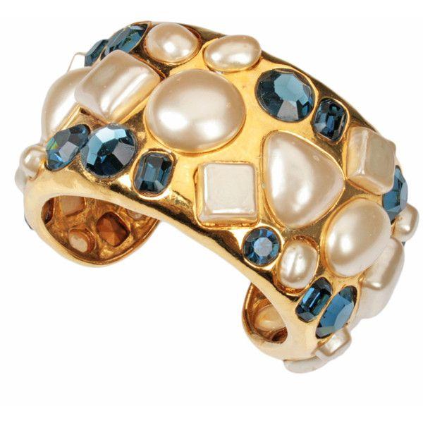 CHANEL - CHANEL Pearl e bracelete de Jeweled ❤ liked on Polyvore