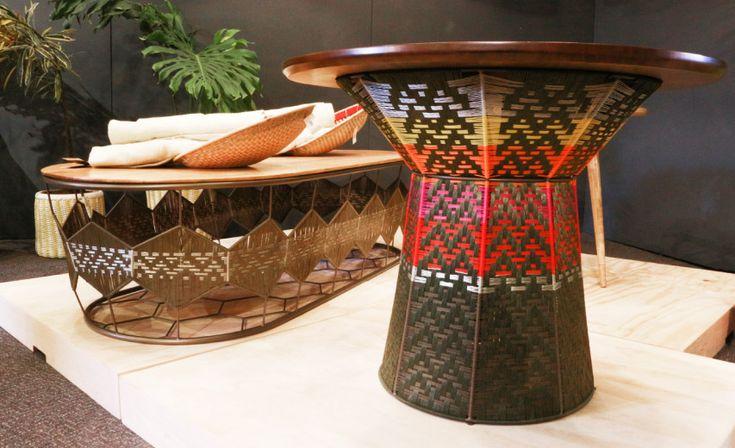 Expoartesanías: Diseñadora: Ángela Ramos. Bogotá. Madera flor morado con tejido en hilo (Tejidos inspirados en la cultura tradicional Zenú).