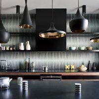 Pour l'équipe du studio néerlandais d'architectes-designers-décorateurs Viva Vida, la vie est belle. Chaque jour, ils se disent les uns aux autres, «quelle belle maison !» En dehors du côté un peu «gentil», c'est vrai qu'elles sont belles leurs réalisations. Cette ferme rénovée est une pure merveille, elle allie parfaitement le côté ancien de la demeure Lire