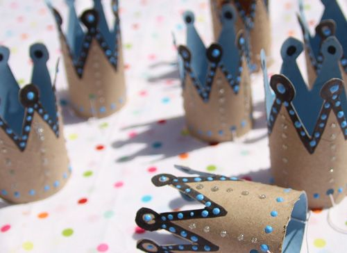 20 things to do with toilet paper rolls. I especially like the mini crowns, finger puppet, noise maker, binoculars, and heart stamp!