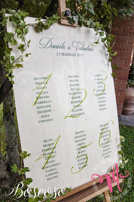 Tableau de mariage in legno con edera Boscoso. Creato da Marrylicious. - Tableau de mariage in wood with ivy. Created by Marrylicious.