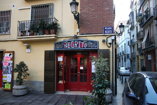 Café Negrito   Somewhat of a late-night legend in Valencia. Famous for its Bohemian and decadent atmosphere and clientele of all ages.