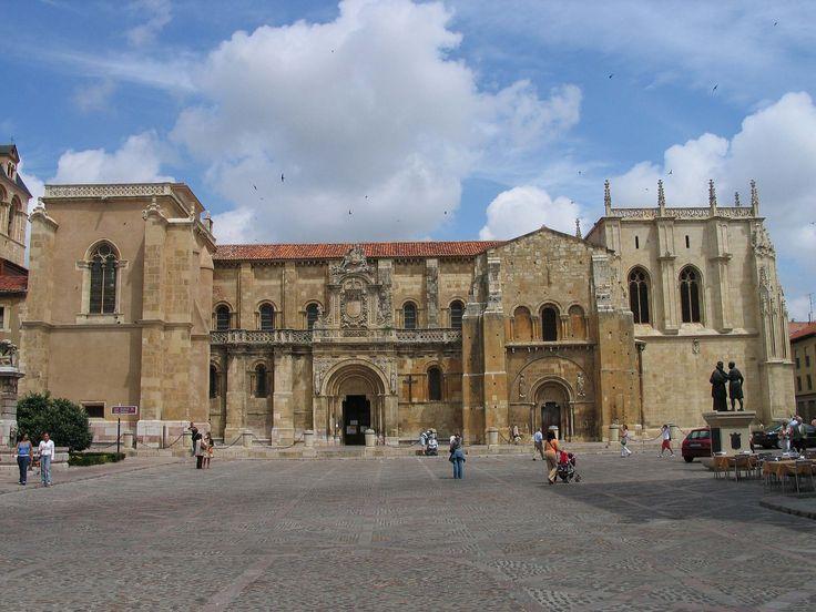 Vista general de la basílica de San Isidoro, León, Camino de Santiago
