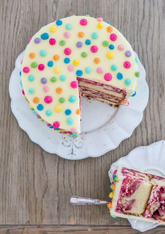 Polka Dot Icing Cake with Strawberry